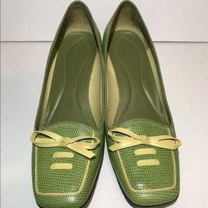 Cole Haan heels. Women's Size 6.5. Green w/ bow